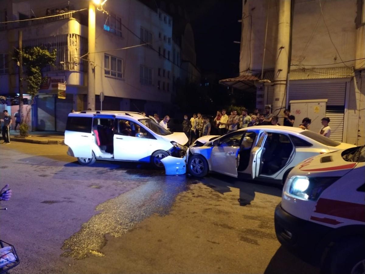 Aydınlıkevler'de kaza: 3 Yaralı