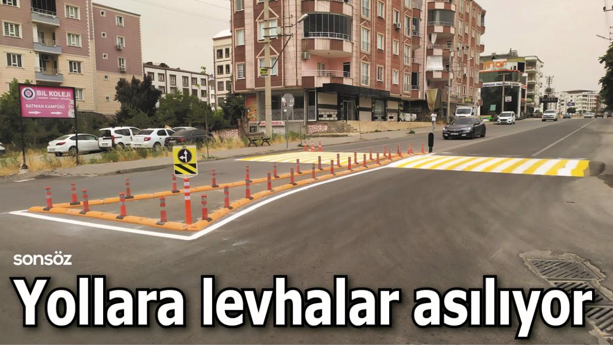 YOLLARA LEVHALAR ASILIYOR