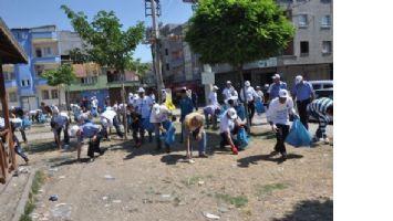 Eşbaşkanlar Karşıyaka'da çöp topladı